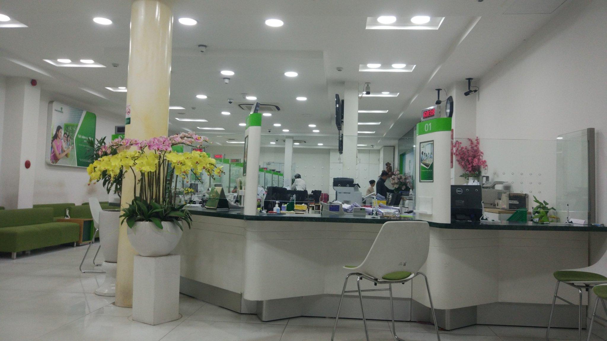 Khử khuẩn cho các địa điểm giao dịch của ngân hàng